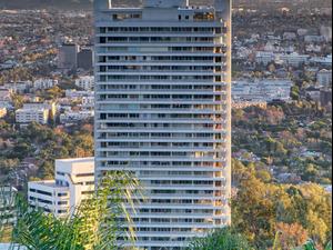 בניין היוקרה סיירה ווסט הוליווד שבו מתגוררים ידוענים רבים