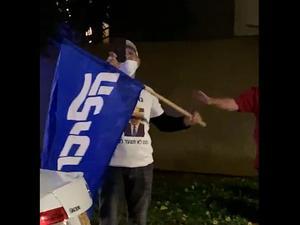 תומכי נתניהו הפגינו מול בית משפחת פרקש בקיסריה 18.11.20
