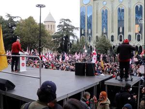 """מחאה בגיאורגיה נגד תוצאות הבחירות: """"זויפו על ידי אוליגרך רוסי"""" 18.11.20"""