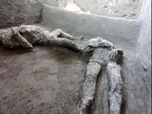 שתי גופות שהתגלו בחפירות ארכיאולוגיות בפומפיי השנה 21.11.20