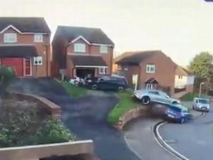 רכב פורשה בתאונה ביזארית
