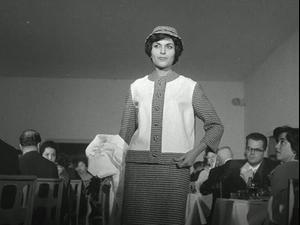 תצוגת אופנה של משכית - 1960. ארכיון של סינמטק ירושלים,