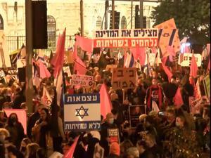 השבוע ה-23 ברציפות: אלפים הפגינו נגד נתניהו בירושלים; תומכי ליכוד מחו בקיסריה 28.11.20