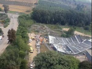 """גג קרס באתר בנייה בביה""""ס כדורי בגליל: 8 פועלים נפצעו  23.12.20. מד""""א"""