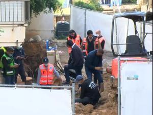 """הדיירים שפונו ברחוב אבן גבירול בת""""א הורשו לחזור לבתיהם לאחר התחממות הקרקע 3.1.21. צילום: יותם רונן, יותם רונן"""