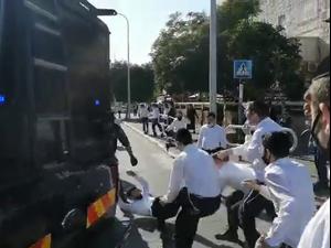 עימותים עם שוטרים במהלך אכיפה במוסד חינוכי חרדי באשדוד 11.1.21. ש.ב., אתר רשמי