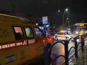 """צעיר נפגע מכבל שנפל בעקבות הרוחות בקריית מלאכי - והתחשמל למוות 14.01.21. יוסי סמדג'ה, מד""""א"""