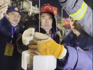 צוותי חילוץ בסין מנסים לחלץ 12 כורי זהב הלכודים זה תשעה ימים  19.01.21. רויטרס