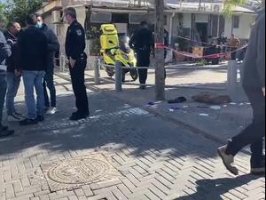 """חיסול ביפו: בן 24 נורה למוות, צעיר נוסף נפצע באורח בינוני 24.1.21. מד""""א"""
