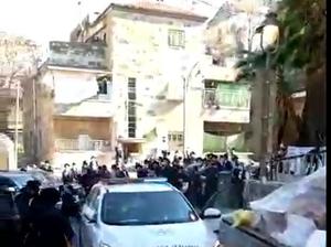 עשרות חרדים יידו אבנים וביצים על שוטרים במאה שערים, שוטר נפצע 25.1.21. מחאות החרדים הקיצוניים, אתר רשמי