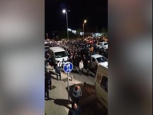 בניגוד להנחיות: אלפים משתתפים בהלוויה המונית ביפו 25.01.21. אין, אתר רשמי