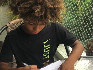 קוואן באסילה ילד פלא ברזילאי חותם על חוזה בנייקי. צילום מסך, צילום מסך