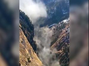 הודו: חשש לחייהם 150 איש אחרי שקרחון בהרי ההימלאיה קרס וגרם לשיטפונות  7.2.21. מתך טוויטר, צילום מסך