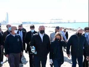 """נתניהו ביקר בחוף אשדוד להתרשם מהזיהום: """"נביא תוכנית לניקוי החופים""""   21.2.21. פול ערוץ 20, מערכת וואלה! NEWS"""