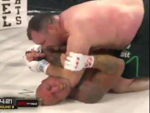 טראוויס פולטון לוחם MMA אמריקאי. צילום מסך, צילום מסך
