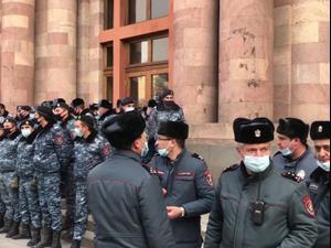 ארמניה: הצבא קרא לממשלה להתפטר; ראש הממשלה: ניסיון הפיכה. רויטרס, רויטרס