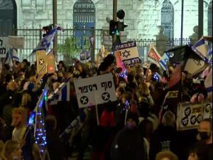 המחאה נגד נתניהו: בן 18 נעצר בחשד שריסס מפגינים בהרצליה בגז פלפל 27.02.21. שי מכלוף, מערכת וואלה! NEWS