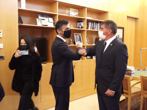 """אשכנזי נועד עם שגריר האמירויות הראשון בארץ: """"הזדמנות להציג מודל של שלום"""" 1.3.21. משרד החוץ"""