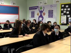 אחרי חודשיים בסגר בריטניה מחזירים את הילדים לבתי הספר 8.3.21. רויטרס