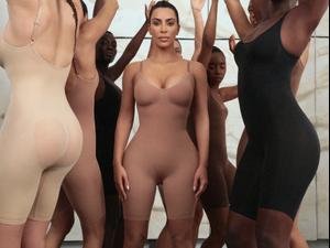 הבגדים המחטבים של קים קרדשיאן במותג SKIMS. SKIMS, אתר רשמי