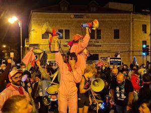 """הפגנות נגד נתניהו ברחבי הארץ: """"צאו להצביע, יש תקווה"""" 20.03.21. הדגלים השחורים, קומי ישראל, מערכת וואלה!"""