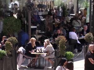 פסח בסימן חזרה לנורמליות: בתי הקפה, המסעדות והקניונים עמוסים  31.3.21. רויטרס