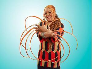 האישה עם הציפרוניים הארוכות בעולם. GUINNESS WORLD RECORDS, אתר רשמי