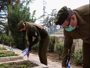 """יום הזיכרון לחללי מערכות ישראל ופעולות האיבה תשפ""""א: 43 חללים נוספו השנה למניין הנופלים  11.4.21. ראובן קסטרו"""