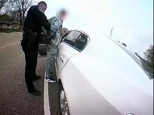 תיעוד קשה - הנהג דונטה רייט נורה על ידי שוטרים בברוקלין סנטר 13.04.21. רויטרס, רויטרס