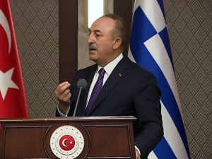 שרי החוץ של יוון וטורקיה מחליפים האשמות במסיבת עיתונאים  16.04.21. רויטרס