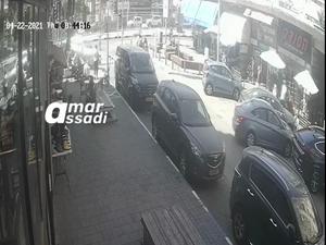 תיעוד: רכב התנגש ביושבי בית קפה סניף ארומה בבת ים, 13 נפצעו 22.4.21. מצלמות אבטחה, צילום מסך