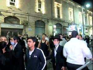 עצורים בעימותים בירושלים, שוטר נפצע מאבן שהושלכה בשער שכם  22.04.21. רוני כנפו