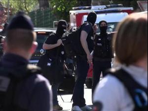 צרפת: שוטרת נדקרה למוות בכניסה לתחנת משטרה בפרברי פריז. רויטרס