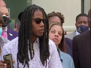 משפחתו של הגבר השחור שנורה בידי שוטרים טוענת שהירי לא היה מוצדק  28.4.21. רויטרס