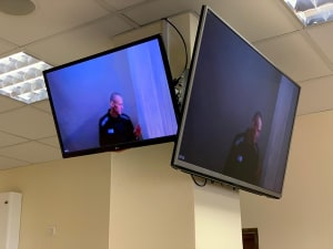 כחוש ומגולח ראש: נבלני השתתף בשימוע בבית משפט דרך שיחת וידאו  29.4.21. רויטרס