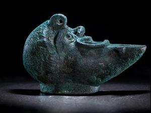 נר ברונזה נדיר מהמאה ה-1-2 לספירה התגלה בעיר דוד. קובי הראתי, עיר דוד, רשות העתיקות
