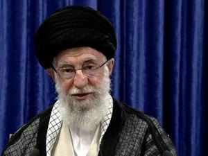בוידאו: מנהגיה העליון של איראן, עלי חמינאי בנאום טלווויזיוני. ללא, רויטרס