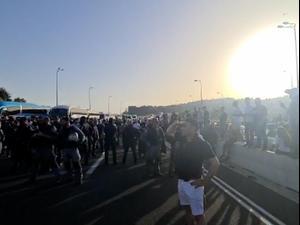 אוטובוסים עם מתפללים נעצרו בדרכם להר הבית, כביש 1 נחסם. נתיבי ישראל, מאיה הורודניצ'אנו
