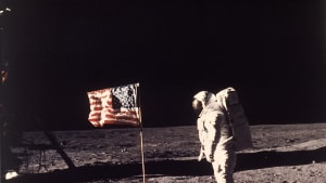 ניל ארמסטרונג ואפולו 11 נוחתים על הירח, 1969