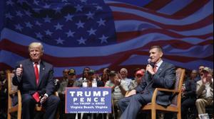 """נשיא ארה""""ב דונלד טראמפ עם הגנרל לשעבר מייק פלין, וירג'יניה. ספטמבר 2016"""