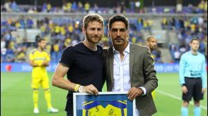 יואב זיו שחקן מכבי תל אביב לשעבר (ימין) עם שרן ייני