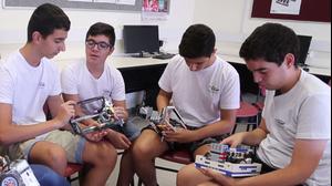 תלמידי כיתת רובוטיקה בבית הספר אורט מודיעין
