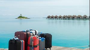 מזוודות ארוזות של תיירים באיים המלדיביים
