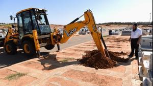 הכנת הקברים  לקראת הלווית משפחת עטר, ההרוגים מהתאונה בים המלח, בית עלמין, נתניה 31 באוקטובר 2018