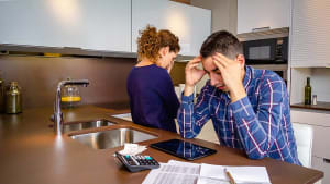 חלוקת חובות בהליך גירושין. ShutterStock