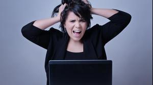 אישה צועקת. ShutterStock