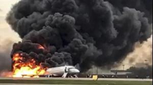 מטוס עולה באש אחרי נחיתת חירום בנמל תעופה שרמטייבו, מוסקבה, רוסיה, 5 במאי 2019