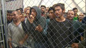 """סגן נשיא ארה""""ב ביקר במתקני מעצר למהגרים"""