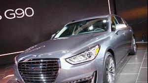 Мировая премьера люксового суббренда Hyundai также состоялась на автосалоне в Детройте. Первенцем стал седан Genesis G90.