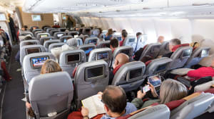 נוסעים במחלקת תיירים במטוס